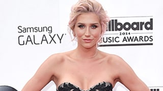 Kesha Looks Healthy and Elegant in Black Gown on 2014 Billboard Music Awards Red Carpet