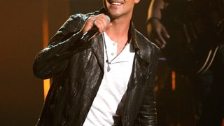 Robin Thicke Sings for Paula