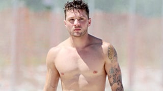 Ryan Phillippe Looks Hot and Ripped Shirtless With Girlfriend Paulina Slagter In Miami: Pictures