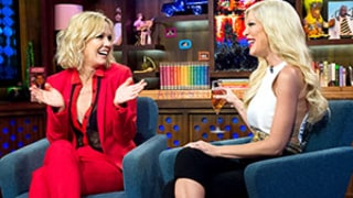 Tori Spelling, Jennie Garth Reenact a Scene From Beverly Hills, 90210 on Watch What Happens Live