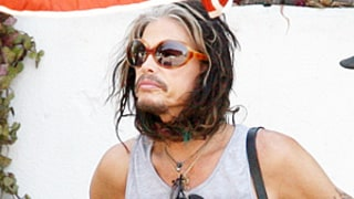 Steven Tyler Wraps His Long Hair Around Chin Like a Bonnet: Crazy Picture