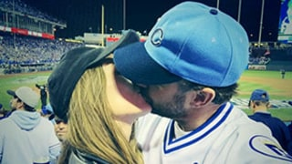 Olivia Wilde Kisses Jason Sudeikis After Kansas City Royals World Series Game 2 Win: Picture