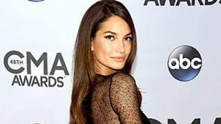 Lily Aldridge Goes Without Underwear While Curiously Attending the 2014 CMA Awards