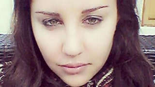 Amanda Bynes Shares Brunette Christmas Selfie on Twitter