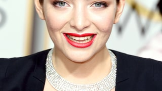 Lorde's Orange-Red Lip