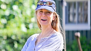 Renee Zellweger Goes Casual on Vacation in Minimal Makeup, Kayaks: Pictures!