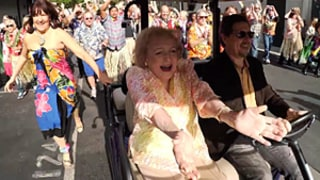 Betty White's 93rd Birthday Celebrated With Hot in Cleveland Costar Flash Mob: Watch
