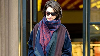 5 Times Anne Hathaway Dressed in Oversized Clothing: See Her Laid Back Street Style