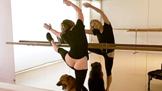 Chelsea Handler Flashes Her Bare Butt (Again) During Barre Workout With Dog Chunk: Picture