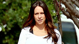 Pregnant Jennifer Love Hewitt's Comfy Maternity Style: See the Bump-Flattering Photos!