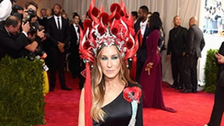 Sarah Jessica Parker Turns Up the Heat in Gigantic Flaming Headdress at Met Gala 2015
