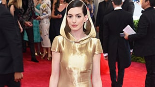 Anne Hathaway Is Little Gold Riding Hood at Met Gala 2015: Photos, Internet Reactions