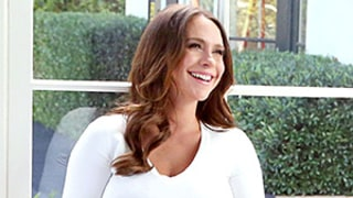 Pregnant Jennifer Love Hewitt Glows While Baring Her Full Baby Bump in White Crop Top: See the Photos!