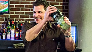 Nick Lachey Mixes a Customer's