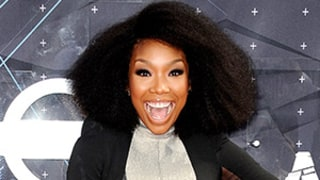 Brandy Sings on NYC Subway, Gets Totally Ignored: Watch the Video!