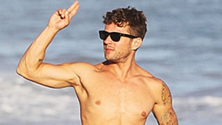Ryan Phillippe Reminds Us He's Still Super Hot -- See His Rock-Hard Beach Bod
