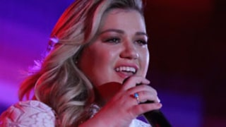 Kelly Clarkson Announces Second Pregnancy During Emotional L.A. Concert Performance: Video