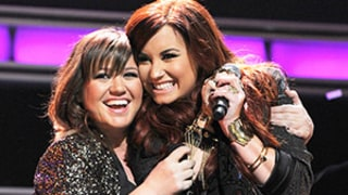 Pregnant Kelly Clarkson Covers Demi Lovato's