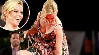 Elizabeth Banks Gets Her Heel Caught in Her Dress on the Red Carpet, Recovers Like a Pro: Funny Pics!