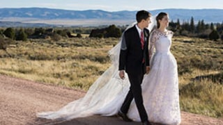 Allison Williams Wears Oscar de la Renta Dress in Stunning Wedding Day Photo With Ricky Van Veen