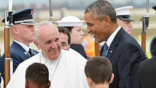 Pope Francis Arrives in the U.S., Greeted by President Barack Obama: Video, Photos
