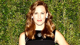 Jennifer Garner Stuns on First Post-Split Red Carpet