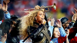 Beyonce Joins Coldplay Onstage, Performs 'Formation' at Super Bowl 50 Halftime Show