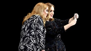 Adele Poses for Selfie With Her Doppelgänger During Concert