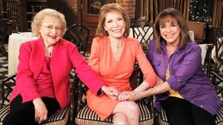 Valerie Harper, Betty White Remember Costar and Friend Mary Tyler Moore: 'She Was So Special'