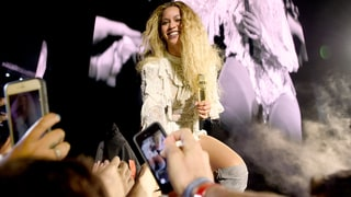 Beyonce Concertgoer Freaks Out as Woman Plays Pokemon Go During Show