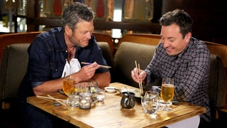 Blake Shelton Tries Sushi for the First Time and It's Hilarious!