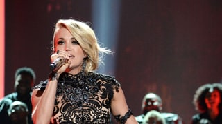Carrie Underwood Gives Showstopping Performance at the 2016 CMT Music Awards