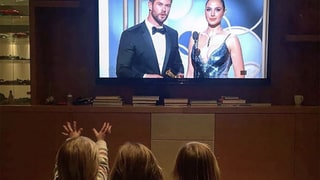 Chris Hemsworth's Three Kids Cheer Him on at the Golden Globes: See the Adorable Photo
