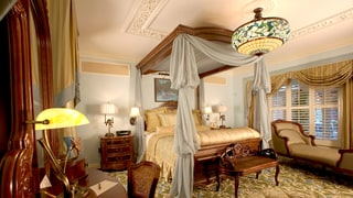 Take a Peek Inside Disneyland's Dream Suite!