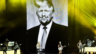 Dixie Chicks Mock Donald Trump With Defaced Photo at Concert