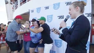 Donnie Wahlberg Breaks Guinness World Record for Most Selfies Taken in 3 Minutes — Find Out How Many Snaps He Took