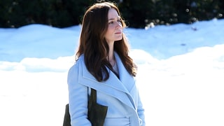 Pregnant Emily Blunt Bundles Up on Set of 'The Girl on the Train'