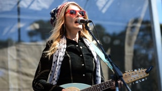 Hear Elizabeth Cook, Boo Ray's Boozy Duet 'All Strung Out Like Christmas Lights'