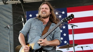 Hear Lukas Nelson, Chris Shiflett Talk Willie at Home, Neil Young