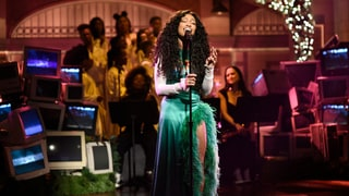 Watch SZA Perform 'The Weekend,' 'Love Galore' on 'SNL'