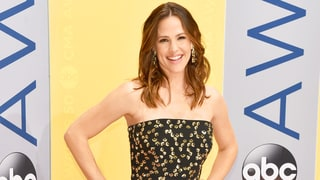 Jennifer Garner Lights Up CMAs 2016 Red Carpet in Embellished Gown