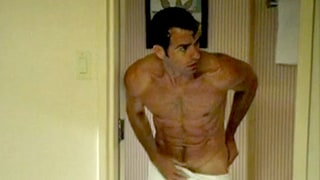 Justin Theroux Went Completely Naked on Shocking Leftovers Episode: Hot Photos!