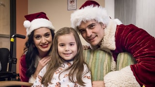 Katy Perry and Orlando Bloom Dress Up as Santa and Mrs. Claus to Visit Children's Hospital: Photos