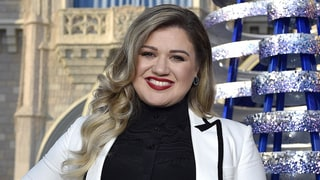 Kelly Clarkson's Daughter, River Rose, Looks Adorable at Her First Christmas Parade