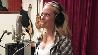 Kendra Wilkinson Brings Recording Session to Halt With Her Awkward Rapping on 'Kendra on Top'