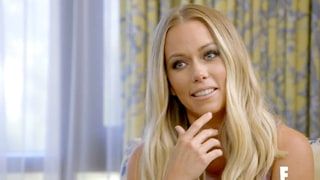 Kendra Wilkinson Gets Pregnancy Shocker in 'Hollywood Medium' Sneak Peek
