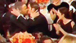 Ryan Reynolds and Andrew Garfield Kiss During Golden Globes 2017: Watch the Viral Moment!