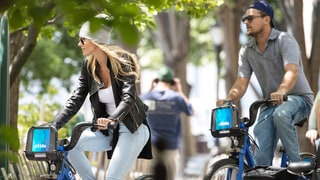 Leonardo DiCaprio and New Girlfriend Ela Kawalec Enjoy a Bike Ride in NYC: Photos
