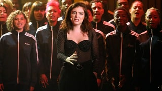 See Lorde Belt 'Perfect Places' With Choir on 'Seth Meyers'