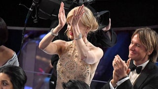 Nicole Kidman Can't Clap and the Internet Is LOL-ing — Read the Funniest Reactions
